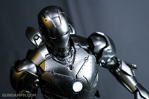 Hot Toys Iron Man 2 - Mk II Armor Unleashed Ver. Review MMS150 Unboxing (90)