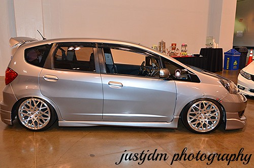 slammed honda fit (1)