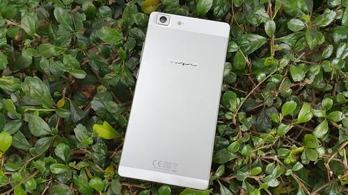 Oppo R5 ด้านหลัง