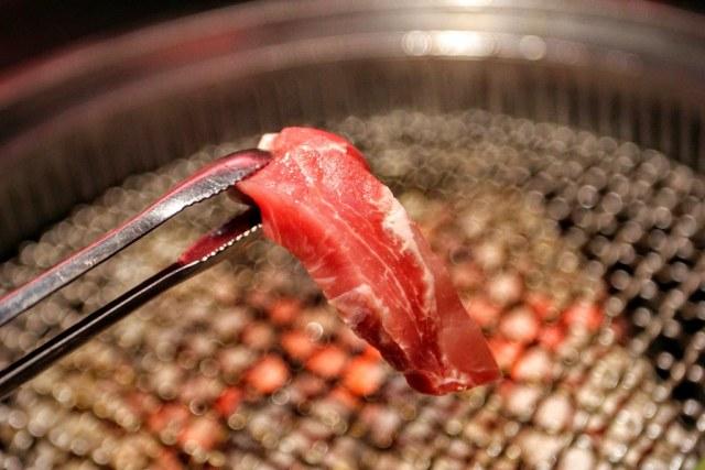 這肉片很紅嫩啊