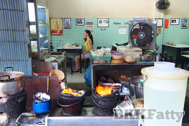 jay fai top street food kitchen view