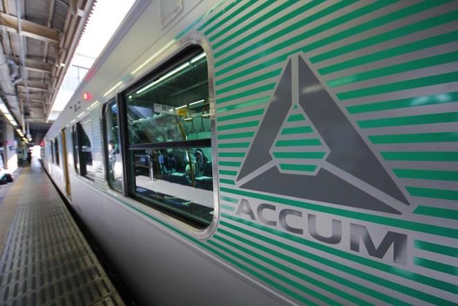 ACCUM ロゴ