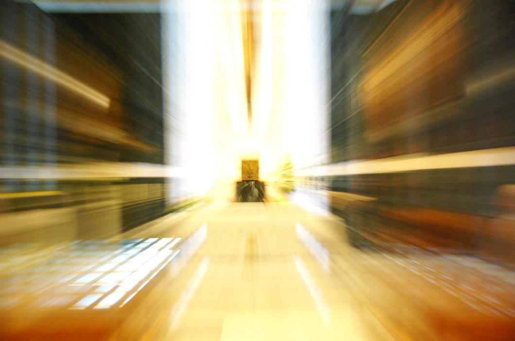 Imagen de altar de iglesia con efecto de velocidad