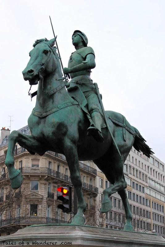 PARIS - Place Saint-Augustin - Statue équestre de Jeanne d'Arc