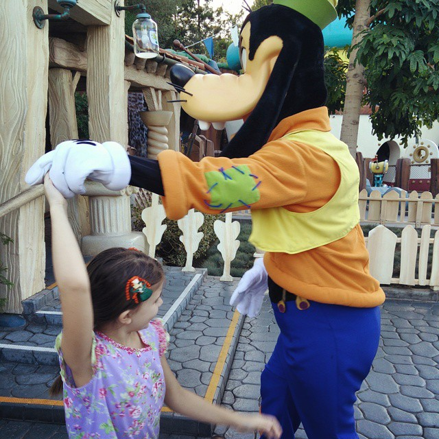 Dancing with Goofy... #disneyland