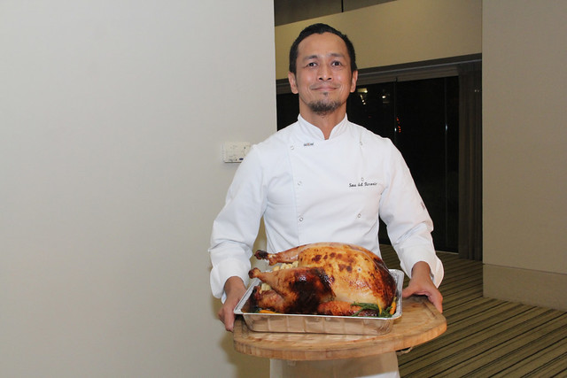chef_sau_del_rosario_with_the_thanksgiving_dinner_turkey