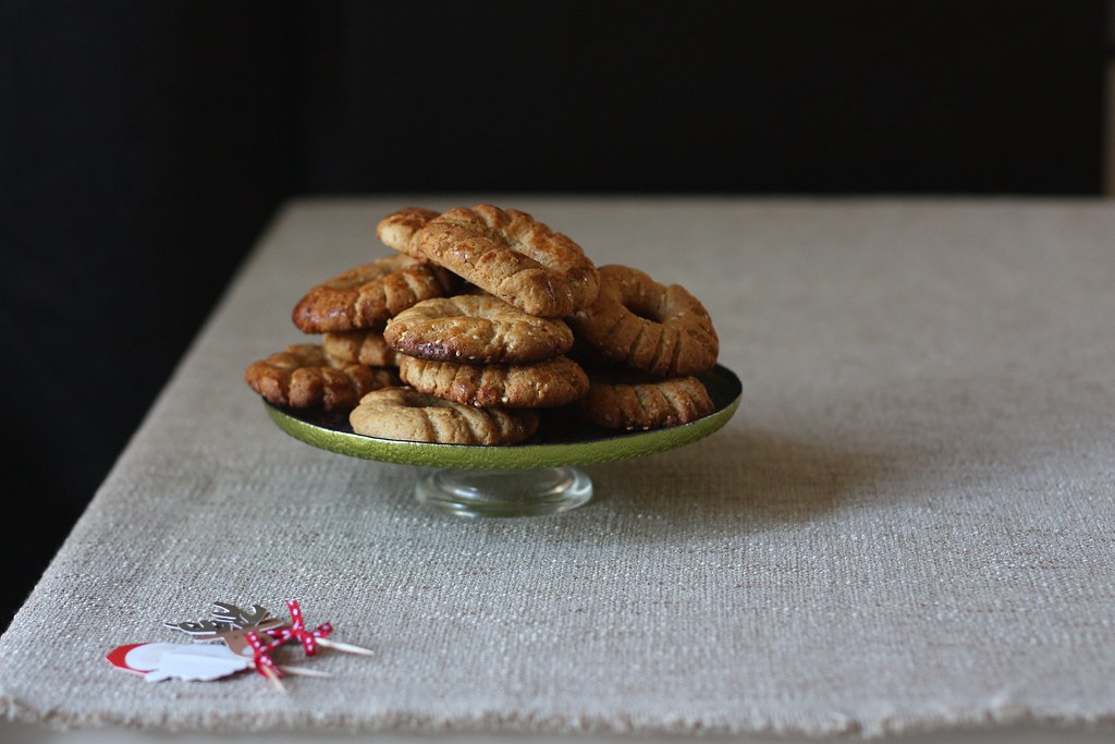 Ka'ak-Seasame Fennel Cookies