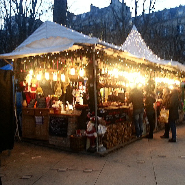 One of the rare booths at the Champs Elysées #Christmas market that i actually found charming.  #Paris #ChristmasInParis #noel
