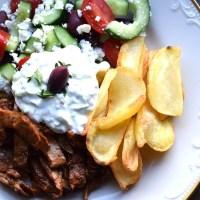 Oumph souvlaki med tzatziki och grekisk sallad