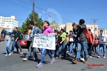 Manifestacion UASLP por Ayotzinapa