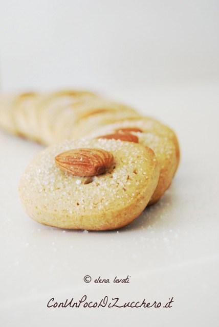 Almond butter cookies 2