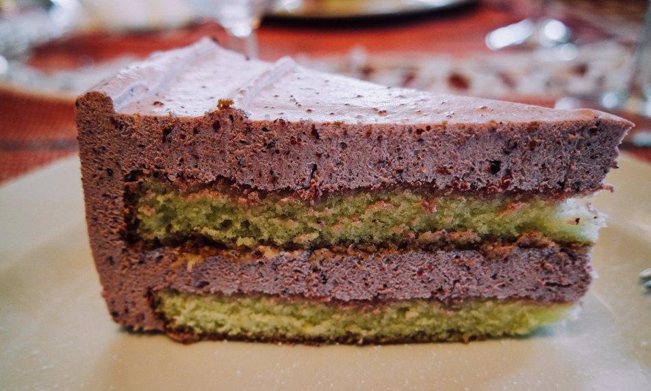 torta di pan di spagna e mousse ai frutti di bosco