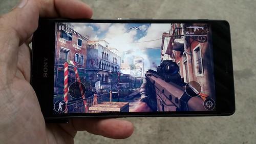 เล่นเกม Modern Combat 5: Blackout บน Sony Xperia Z3