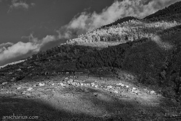 Living on the hillside #1 - Nikon 1 V1 Infrared 700nm