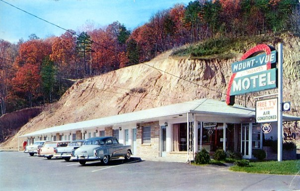 Mont-Vue Motel - 15 Tunnel Road, Asheville, North Carolina U.S.A. - 1961