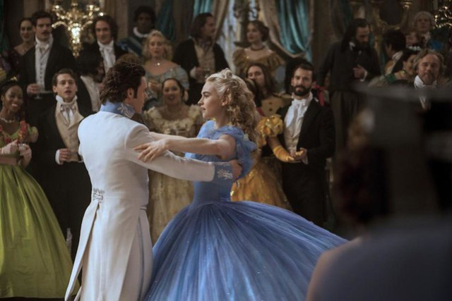 Cinderella-and-prince-Kit-dancing