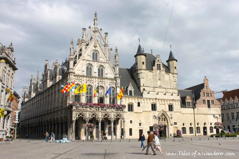 MECHELEN - Stadhuis / Oude Hal met Belfort