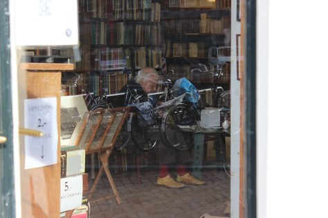 The lovely reading people of Amsterdam