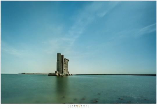 De pijler van de stormvloedkering als klimtoren