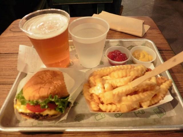 Dónde comer y gastronomía en Nueva York Vol. 1: hot dogs (perritos calientes), hamburguesas y pizzas.