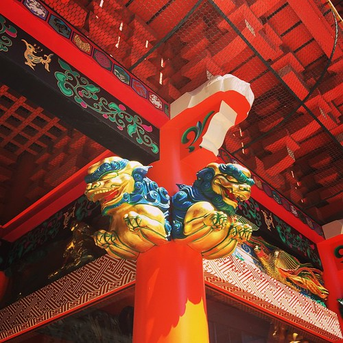 The statue of the gate in Kanda Myojin.