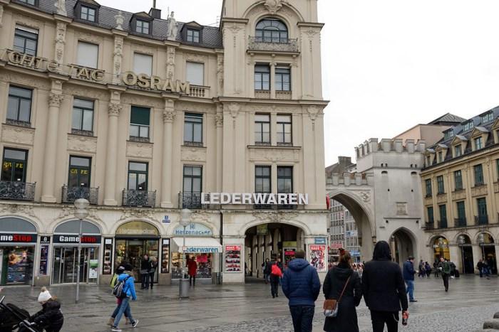 Karlplatz 附近的行李箱店