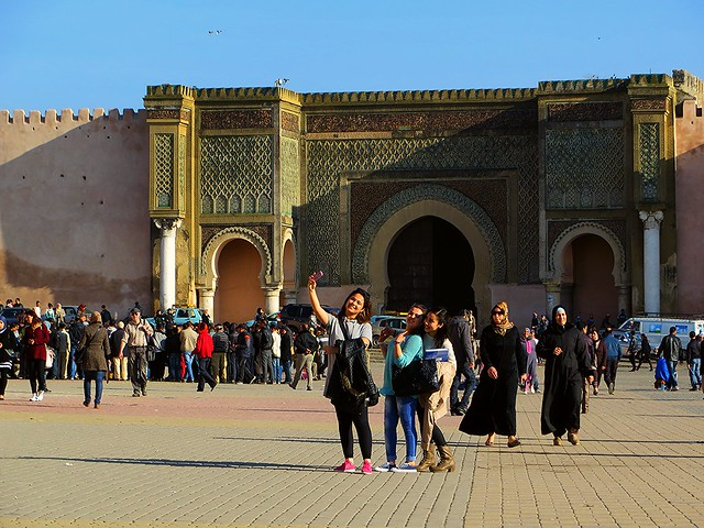 selfies in morocco, things to do in meknes, bab el mansour, mansour gate, moulay ismail, best places to go in morocco, places to visit in morocco