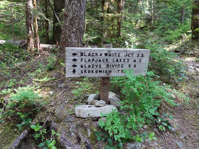 Flapjack Lakes Trailhead Sign