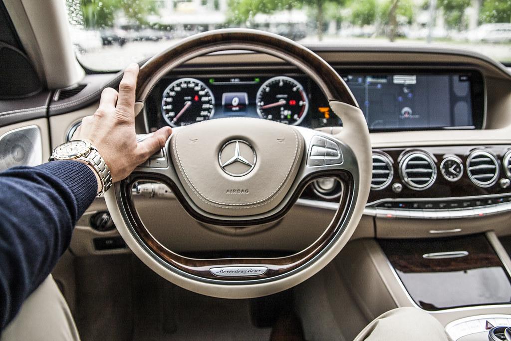 Imagen gratis del interior de un coche Mercedes