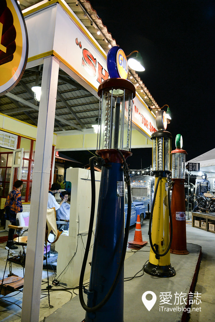《曼谷夜市集景》卡瑟特纳瓦敏火车夜市:便宜草根在地夜市