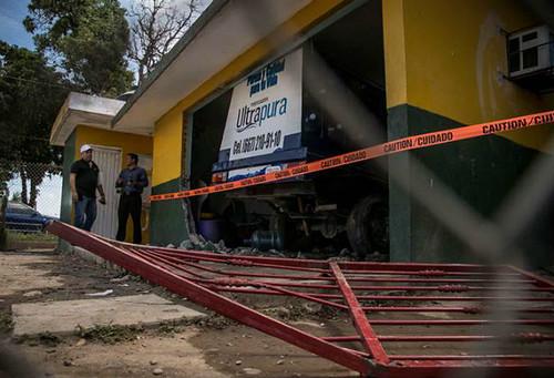 Camión se impacta contra kínder en Sinaloa; mueren dos niños