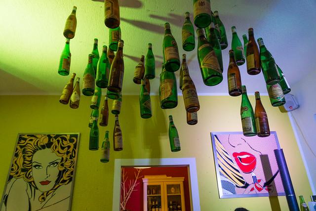 Wo die Flaschen hoch hängen