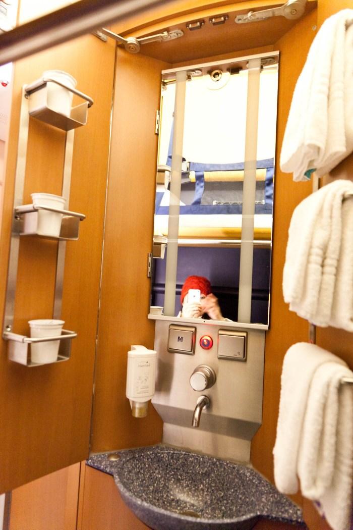 房間裡面有小型的洗手台