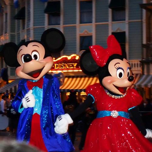 パレード待ちでミッキー&ミニーも登場。
