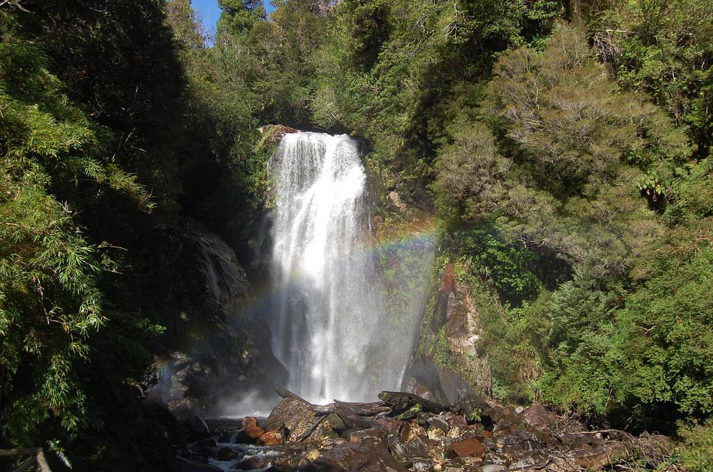 Cascada Barba de Abuelo, en el Parque Aitken, en la región de Aysén, en el sur de Chile, donde se ubica una de las mayores reservas de agua dulce del planeta. Pero pese a ello, sus habitantes deben pagar el agua que consumen, tanto para sus necesidades co