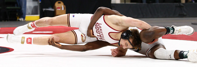 152AAA 1st Place Match - Willie Bastyr (Lakeville South) 41-3 won by decision over Moise Madimba (Coon Rapids) 37-5 (Dec 6-3) - 190302bmk0231