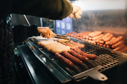 大腸包小腸 Little sausage in big sausage in front of temple @ Shilin Night Market