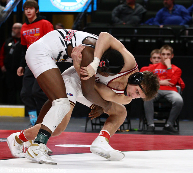 152AAA 1st Place Match - Willie Bastyr (Lakeville South) 41-3 won by decision over Moise Madimba (Coon Rapids) 37-5 (Dec 6-3) - 190302bmk0244