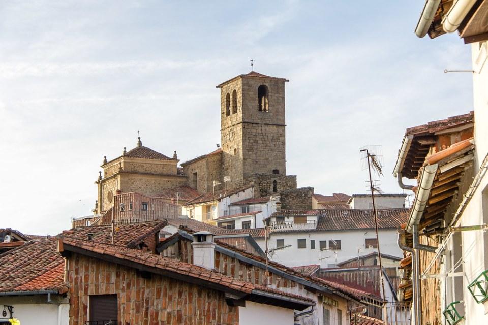 vista desde la Juderia exterior Castillo Iglesia de Santa Maria de Aguas Vivas Hervas Caceres