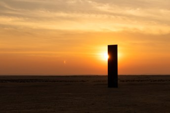 Het is van de hand van Richard Serra en heet: East-West/West-East.