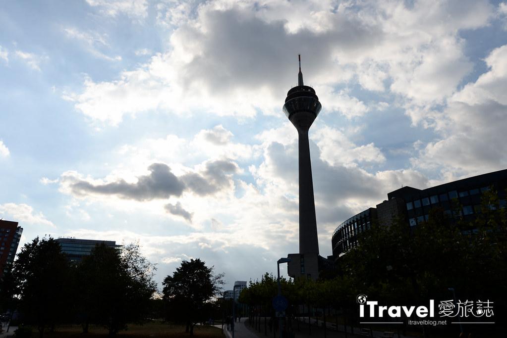 杜塞道夫景点 莱茵塔Rheinturm (3)
