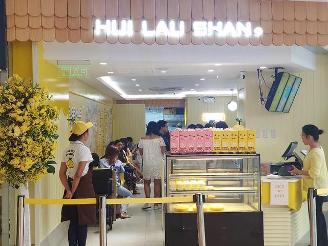 Hui Lau Shan SM Megamall Atrium
