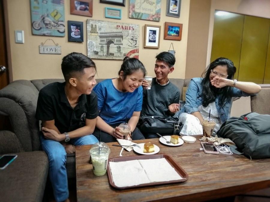 Daniel's Coffee Shop 01