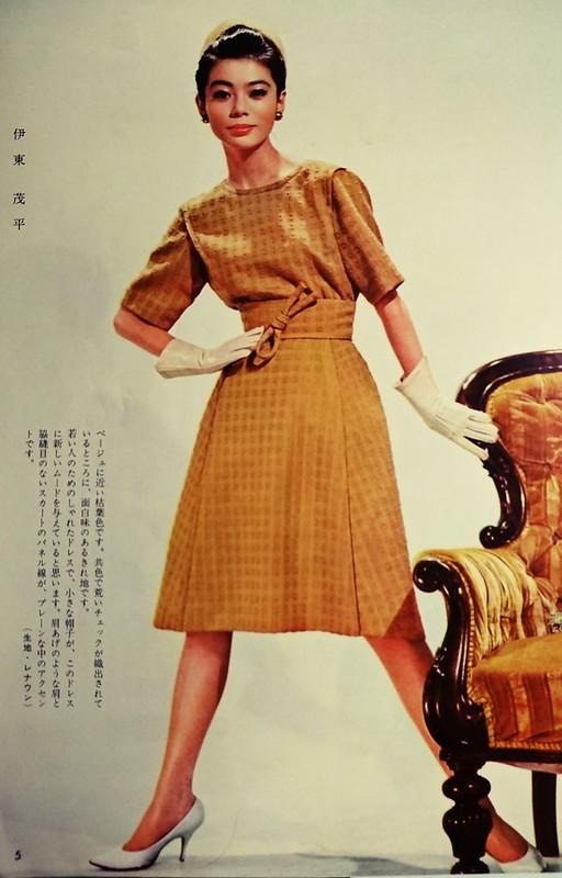 伊東茂平デザインのシンプルなドレス。
