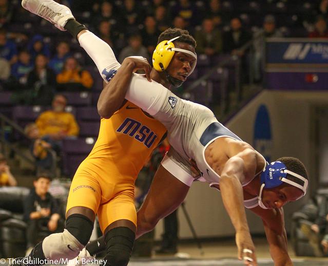 133: Justin Foley (UIU) wins 13-5 major decision vs. George Farmah (MSU)   17-10 UIU - 190117mke-0166