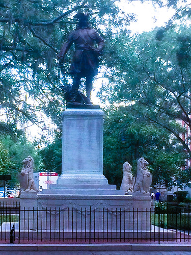 Statue LR 2