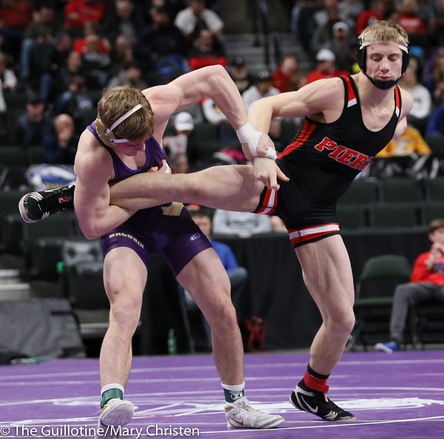 160AA Semifinal - Cade Mueller (Waconia) 50-2 won by decision over Reese Kapsner (Pierz) 38-6 (Dec 7-3). 190302AMC3312
