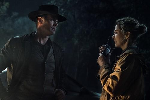 Garret Dillahunt as John Dorie, Jenna Elfman as June - Fear the Walking Dead _ Season 5, Episode 2 - Photo Credit: Ryan Green/AMC