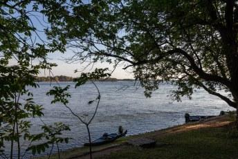Met een lekker bed, badkamer en dit uitzicht op de Zambezi.