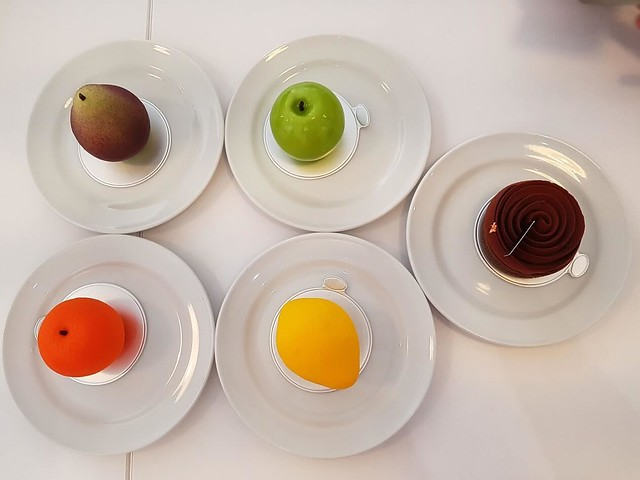 A plate of realistic fruit-looking choco desserts~
